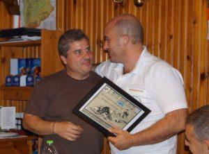 El Club del Villano de las Encartaciones, recoge un diploma por su cooperación en el 1er encuentro de razas españolas de presa, e inmejorable anfitrión, don José Angel de la Hoz Matxin.