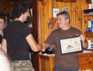 El Club del Alano Español hizo entrega al Club del Presa Navarro de un diploma de participación.